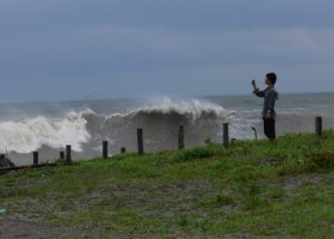 まだ見ぬ波を捜し求めて