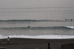 ぐうたらな朝、茅ヶ崎でサーフ