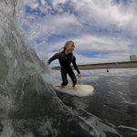 沖合の西風で波が残った日曜日